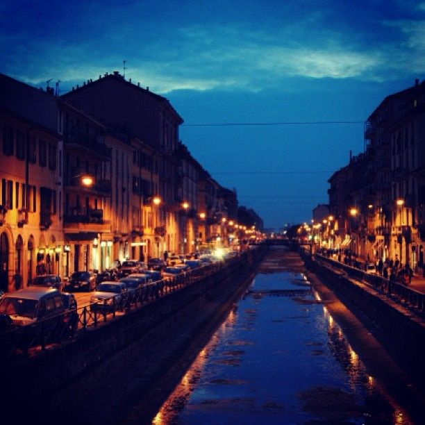 Zona Navigli: Bars, Restaurants, Shops, Galerien