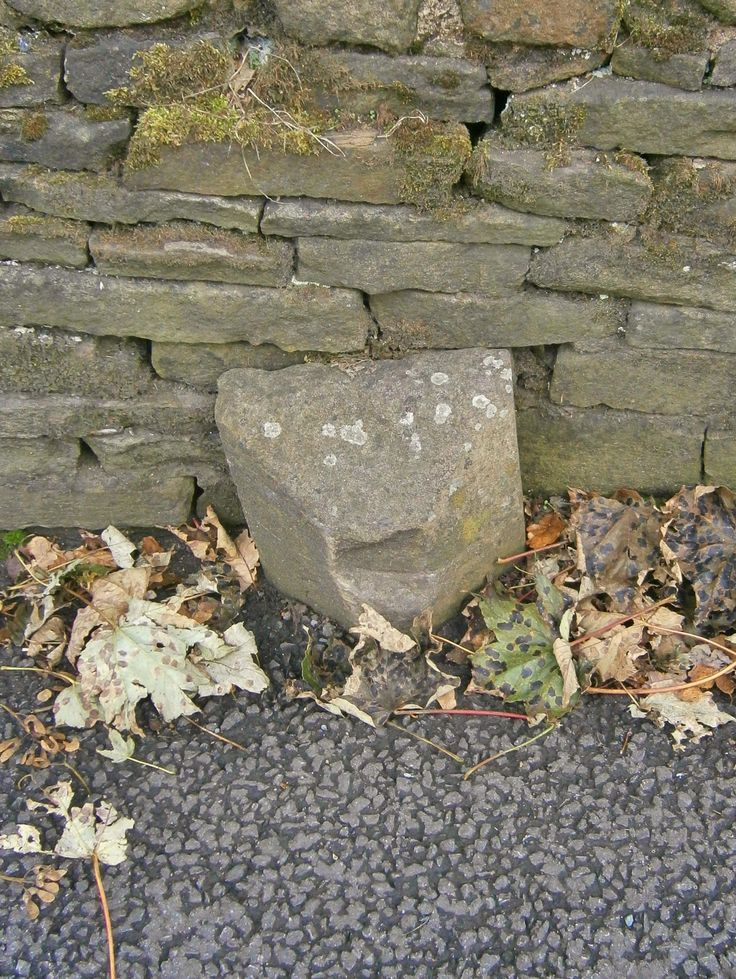 Boundary Stone at Holme, Holmfirth. YKW. SE 11911 06594
