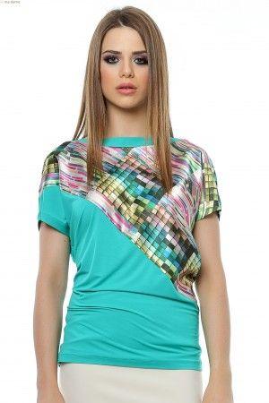 Bluza dreapta tricot panou oblic din tesatura satinata imprimata.