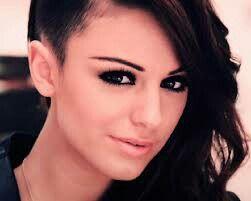 Cher loyd half geschoren haar