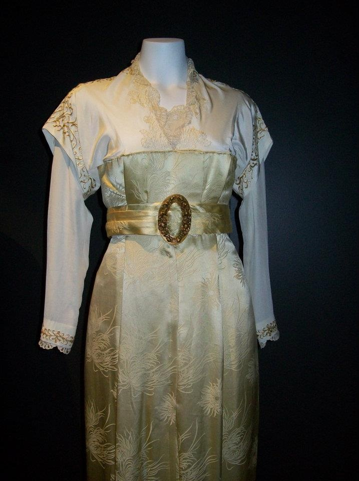 short and long sleeves. Costume from Titanic on loan to the Australian National Maritime Museum.
