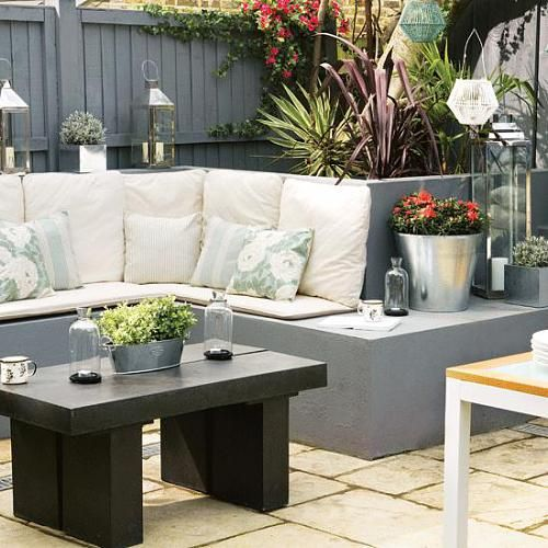 Modern lounge garden area. The perfect outdoor space for entertaining and lounging.