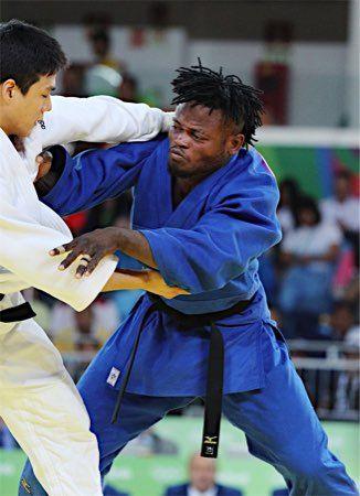 難民柔道家に歓声 :フォトニュース - リオ五輪・パラリンピック 2016:時事ドットコム