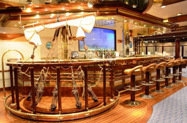 Ελ: Iδιαίτερη διακόσμηση με έντονα τα θαλασσινά στοιχεία στα μπάρ ενός κρουαζιερόπλοιου!  Ανακαλύψτε και εσείς την κρουαζιέρα που σας ταιριάζει στο site του pamekrouaziera.gr ! --------- Eng: Exceptional #ship #decoration on the bar of a #cruise ship! {Contact us through our #facebook page to #find the #appropriate #cruise for you!} #cruise #cruiselife #look  #greek #greece