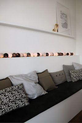 Nu interieur|ontwerp schmales Regal hinter der Sitzbank gut für Beleuchtung und Dekoration