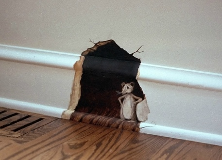 Just cute - mouse hole in the wall trompe l'oeil - #mouse #trompeloeil - pb†å