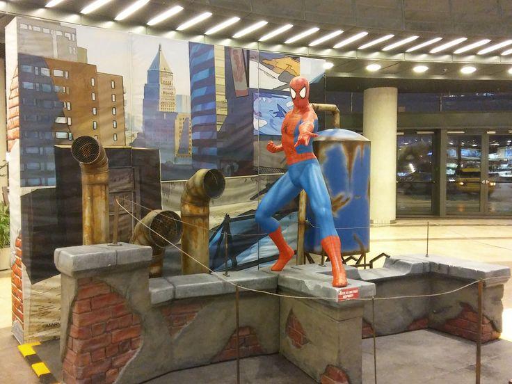 """Z wystawy """"Superbohaterowie"""" z komiksów Marvel'a w Cuprum Arenie. - Spider-Man"""