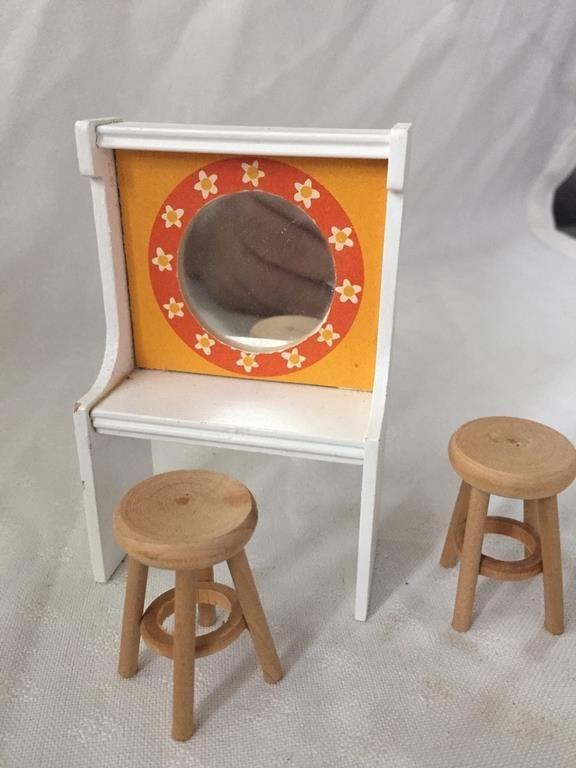 Dockmöbler Toalettbord 2 pallar