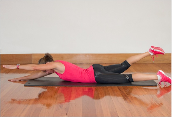 Shrink your waist & boost your bust Alternating back extension - execution