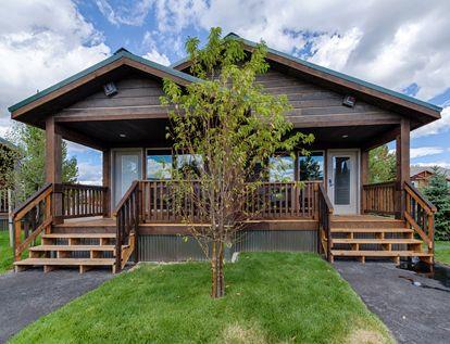 Yellowstone Lodging | Explorer Cabins at Yellowstone | Visit Yellowstone Park