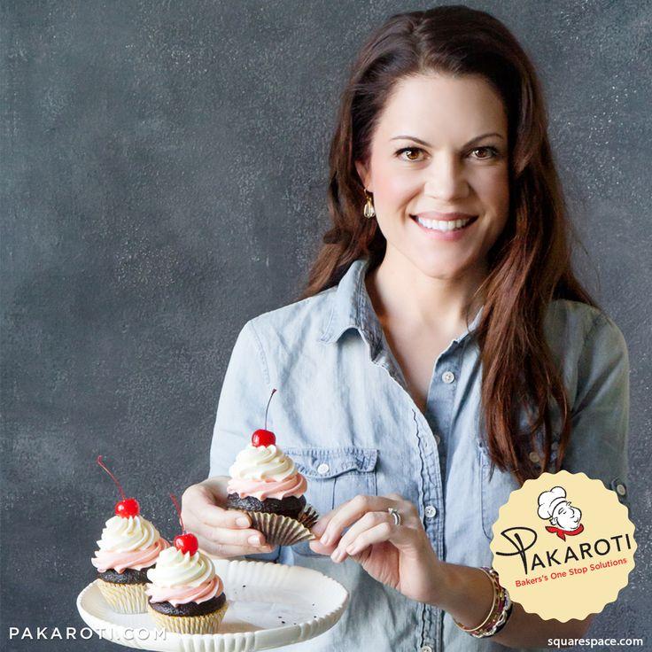 """Jennifer Shea adalah sosok dibalik cake shop destinasi utama para penggemar cupcake di Seattle, Amerika, Trophy Cupcakes. Di samping membuka cake shop pertamanya, dirinya juga sibuk menulis buku berjudul """"Cupcake & Parties"""" . Menurut Jennifer, menulis buku membantunya berbagi pada dunia tentang kecintaannya pada buttercream dan cupcake. Ia juga berharap bukunya bisa menginspirasi orang untuk mewujudkan impian pastry dan bakery. #SuccessStory"""