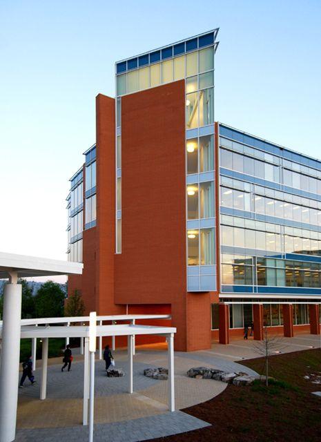 Nel 2009 inaugura il Cameron Hill Campus del Bluecross Blushield of Tennessee, Chattanooga
