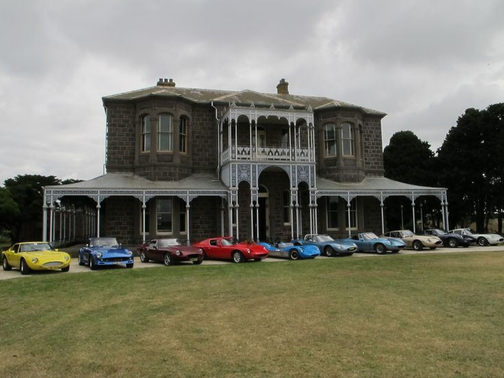 Mansion with Lots of Cars