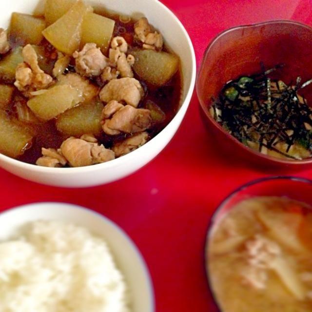 冬瓜が安かったので作ってみました!長芋とオクラのわさびあえは白だしにわさびを混ぜるだけ。わさびを梅肉にかえても美味しそう! - 0件のもぐもぐ - 冬瓜と鶏肉の煮物×長芋とオクラのわさびあえ。 by chamtan24