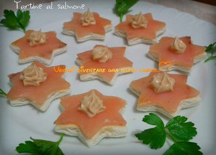 Per questo motivo voglio proporre uno stuzzichino semplice e veloce:le tartine al salmone!