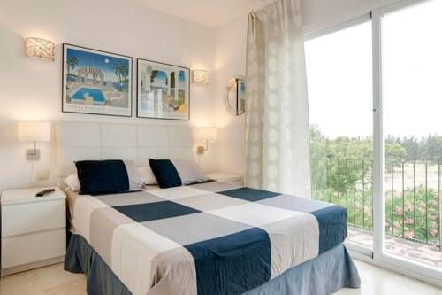 Villa Puerto Banus Puerto Ban�s, Marbella Villa Puerto Banus offers private rooms in Marbella. The bed & breakfast has free WiFi.  A terrace or balcony are featured in certain rooms.  The property has shared facilities including kitchen, garden and porch. Daily cleaning is included.