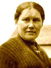Histoire Canada - Grandes femmes du Canada Jane Constance Cook défend les droits d'accès aux terres et aux ressources des Premières nations. Elle témoigna lors de la Commission royale McKenna-McBride de 1914 et fut la seule femme du comité exécutif des Allied Indian Tribes of British Columbia en 1922. Toujours prête à défendre les femmes et les enfants, elle a également été sage-femme et guérisseuse, et a élevé 16 enfants
