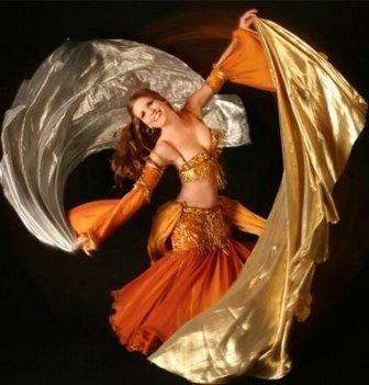 Una danza flessuosa e scenografica.