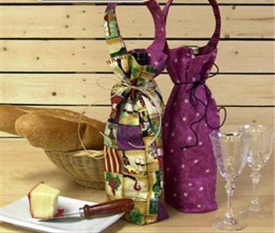 July 25 - Christmas in July - Wine Bags www.sergesew.com