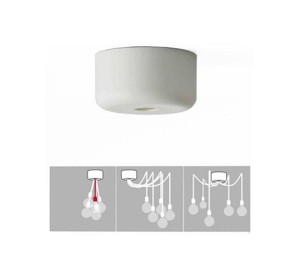 Kit per il montaggio di più E 27 che permette, con eleganza, di fissare al soffitto fino a 14 sospensioni! È sufficiente utilizzare i morsetti per raccordare i fili elettrici delle lampade a quelli del vostro soffitto e successivamente fissare il rosone.Potrete avere quindi diverse sospensioni assemblate insieme per creare composizioni monocromatiche o multicolore, che arrederanno i vostri soffitti di uno stile scandinavo glamour.Le istruzioni per l'installazione sono incluse. Material...
