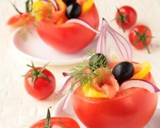 Tomates froides farcies au saumon, couscous et chèvre frais : http://www.fourchette-et-bikini.fr/recettes/recettes-minceur/tomates-froides-farcies-au-saumon-couscous-et-chvre-frais.html