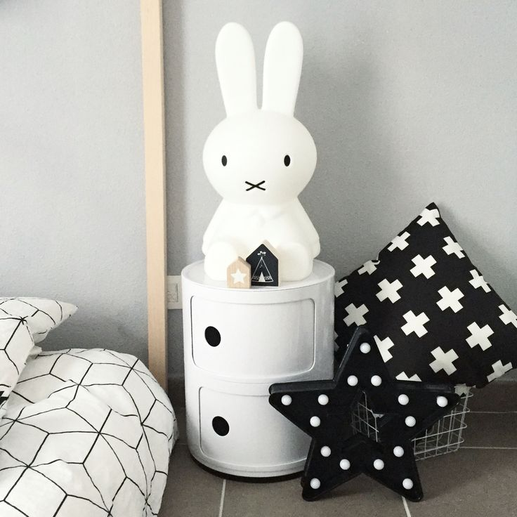 @boho_addict - Scandinavian Kids Room - House Bed - Black And White Decor - Miffy Lamp - Componibili