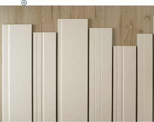 Modernize seu piso laminado trocando os rodapés por brancos.