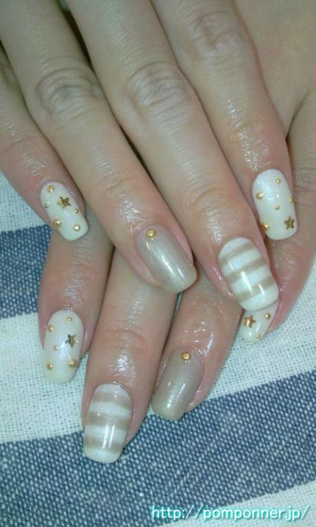 White and gold nail border, nail art, pretty nails