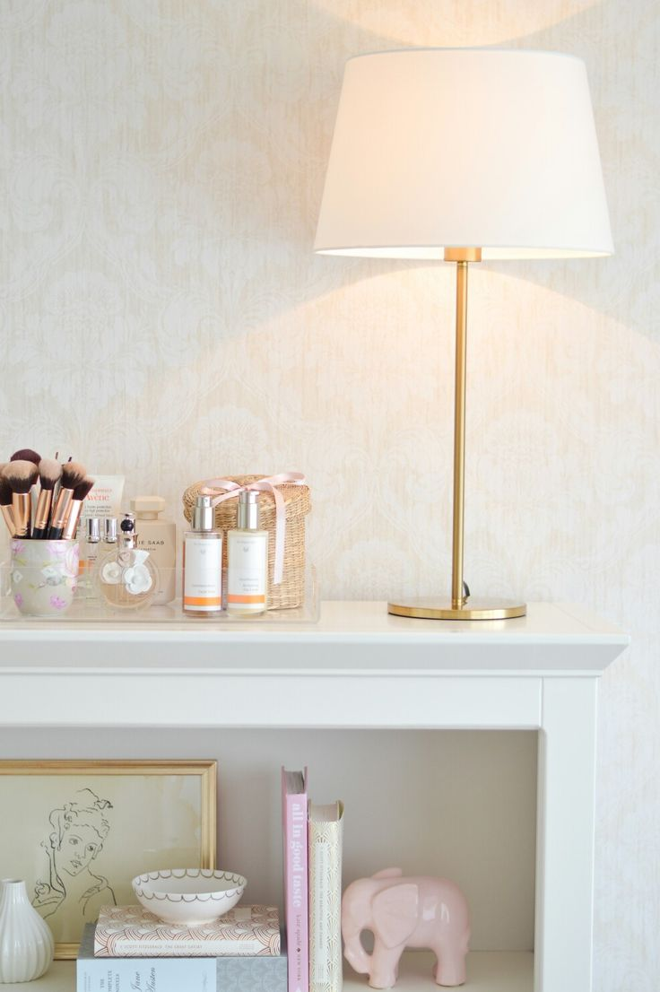Bookcase styling. Bookshelf decor. Tray styling. Lucite tray. Ikea RODD lamp.