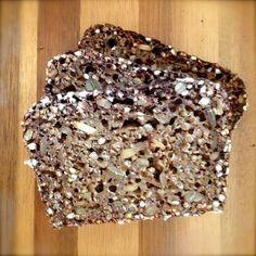 Brotzeit: Schwarzbrot mit Buttermilch