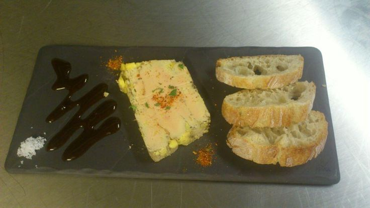 Entrée du jour aux @pierres fondues rue #Colbert à #Tours : foie gras maison à l'Armagnac et piment d'Espelette pic.twitter.com/SAxJFuoOfq