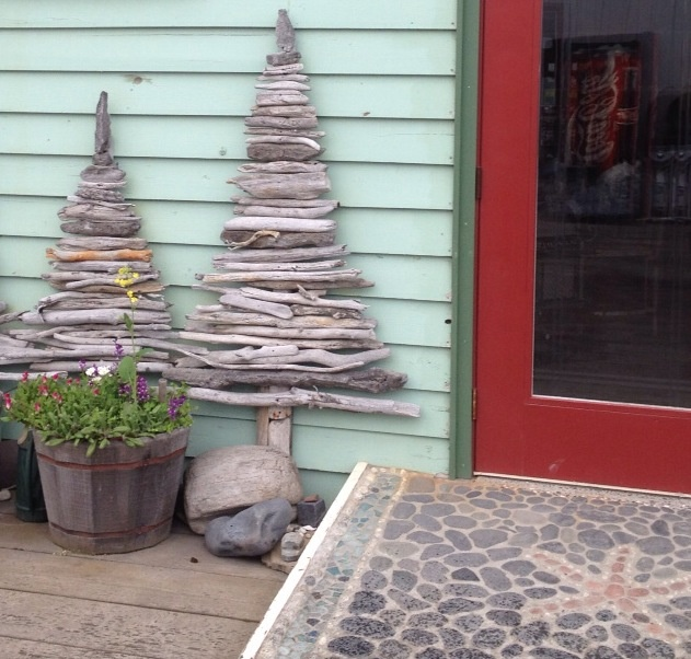 Great idea for driftwood... Interior or exterior art