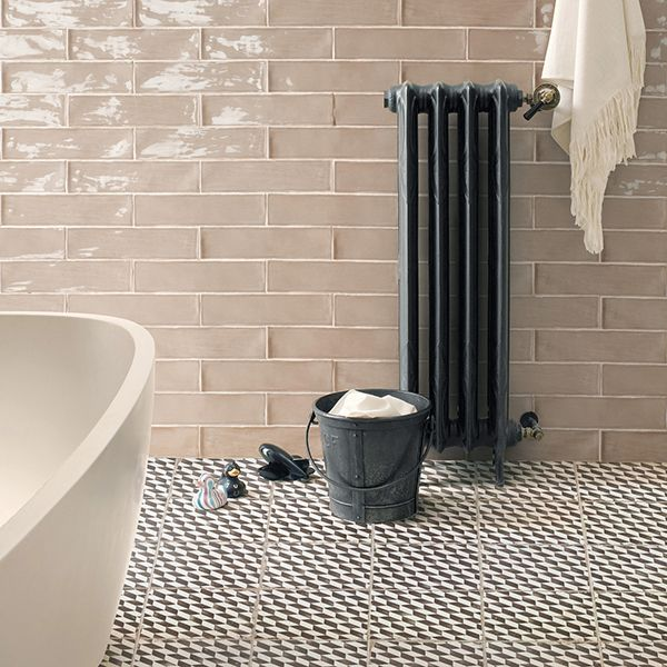 Tile-Sangah's - FS . 빈티지한 바닥타일 FS가 모던한 벽타일과 어울러지는 공간.  #tile #sangahtile #interior #modern #vintage #bathroom #욕실 #인테리어 #욕실인테리어 #욕조 #타일 #상아타일 #욕실타일