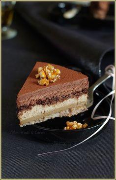 Entremets trio gourmand - Noisette, café, chocolat noir (dacquoise noisette, crème brûlée au café, bavaroise à la noisette, streusel au rapadura (ou sucre de canne), mousse au chocolat noir)