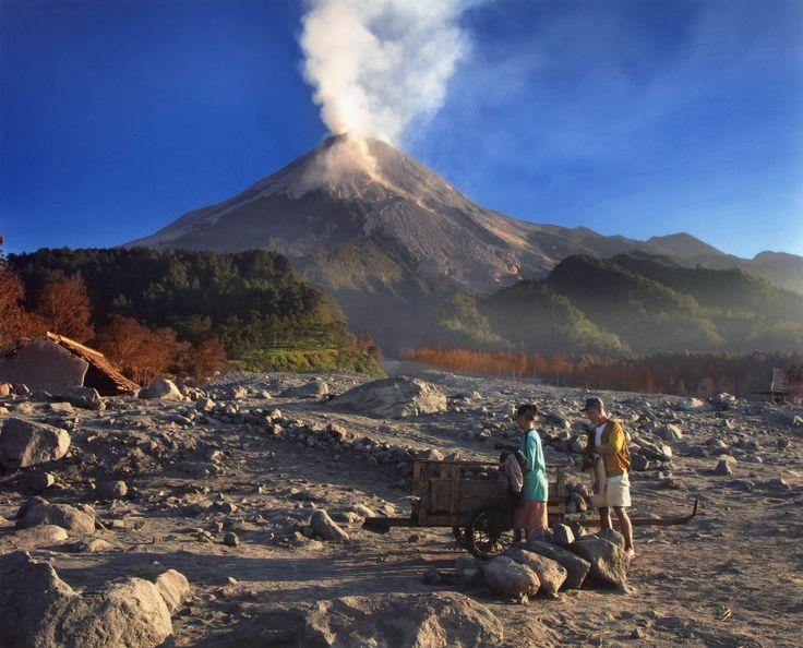 Menilik Keindahan 6 Gunung Paling Mistis Di Indonesia | PiknikDong
