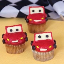 DIY Lightning McQueen Cupcakes Tutorial: Lightening McQueen Cupcakes  See tutorial: http://myhoneysplace.com/decorating-cakes-with-links-to-insructions/