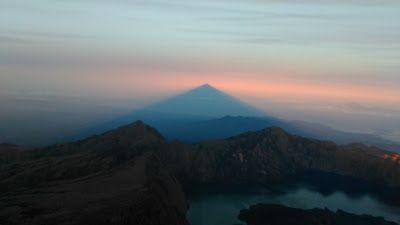 Climbing to the Summit / Top Mount Rinjani 4 Days 3 Nights