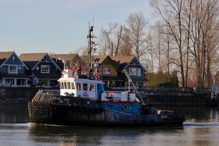 "Ledcor Group's tugboat ""STORM WAVE"" navigates the North Arm of the Fraser River. Click image to enlarge."