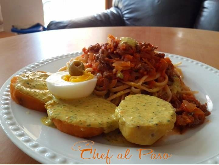espaguetis con salsa de carne y salsa de ocopa 3