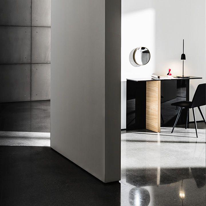 Regolo #console minimal and refined #design for different type of #interior #decor #interiordesign #sovet #glassdesign  Design by Lievore Altherr Molina