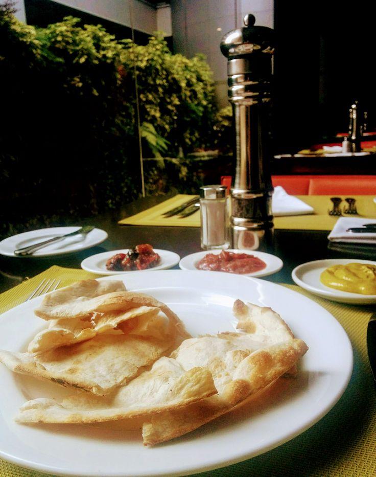 Tandoori bread with chutney in Renaissance Mijao Restaurant