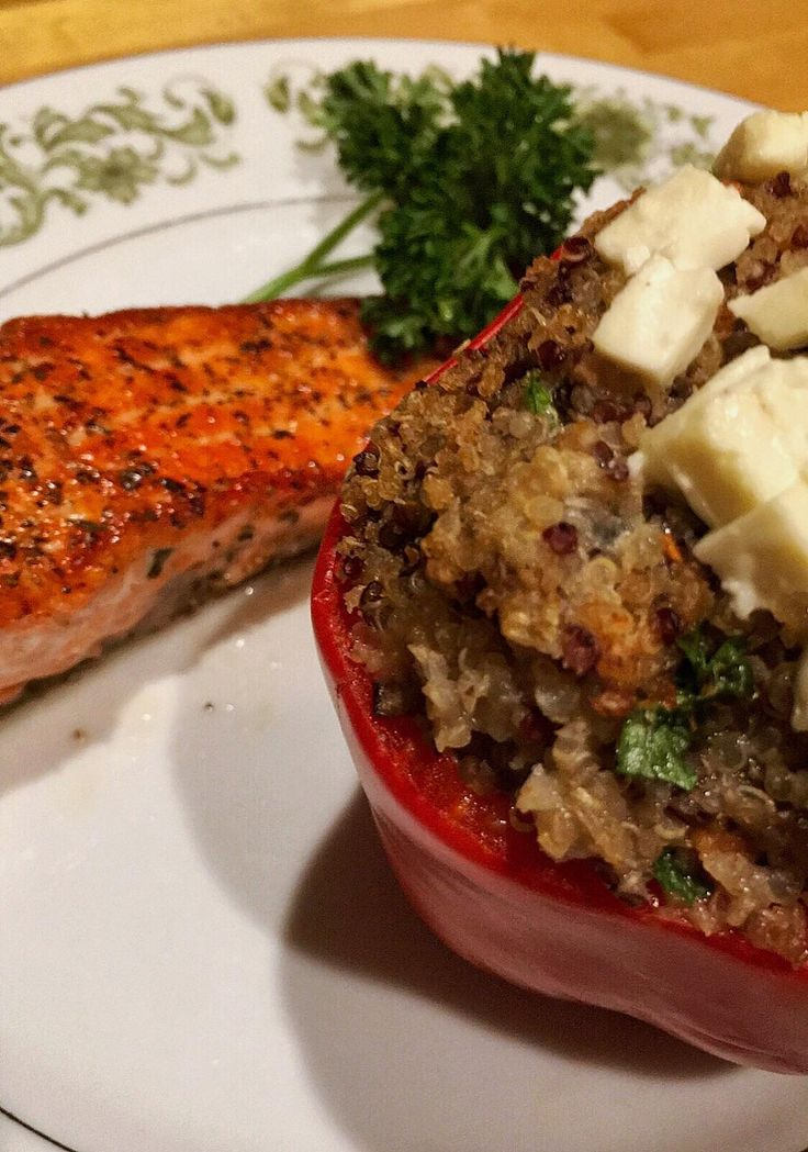 [Homemade] Quinoa stuffed bell pepper and pan grilled steelhead trout http://ift.tt/2mCg5iM #TimBeta