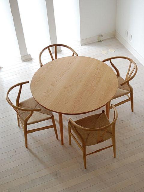 家族団らんできる丸いダイニングテーブル の参考