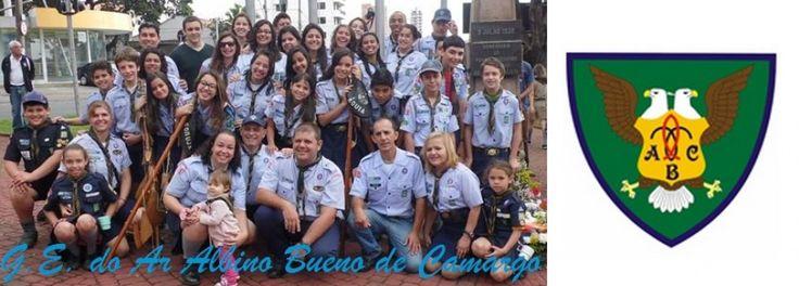 Alguns dos elementos do Grupo Escoteiro do Ar Albino Bueno de Camargo, pós desfile de 9 de julho