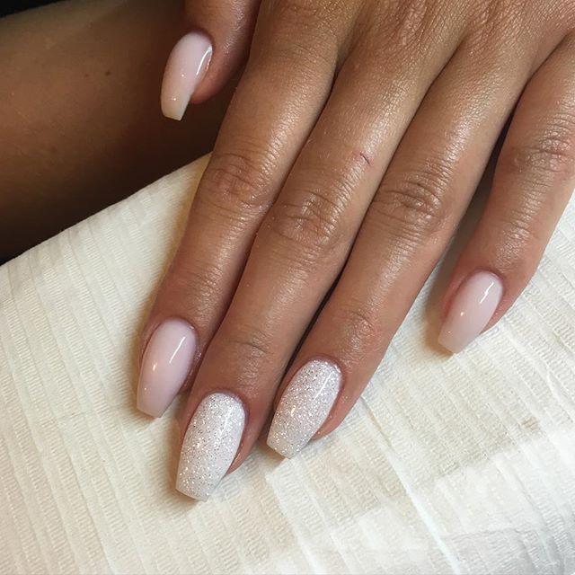 #nails #nailart #nailswag #nailpolish #nailsoftheday #naglar #nagelförlängning #naglarisolna #nailtrend #nailfashion #järvastaden #nailinspo #beauty #fashionista #glitter #gelenaglar #gelpolish #insponails #instanails #gelnails #lightelegance #req #lillynails #indigo #allnailsinspo