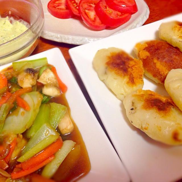 本日もお野菜たっぷりいただきました(●☌◡☌●) - 4件のもぐもぐ - じゃがいも餅、青梗菜のオイスターソース炒め by haruka1230