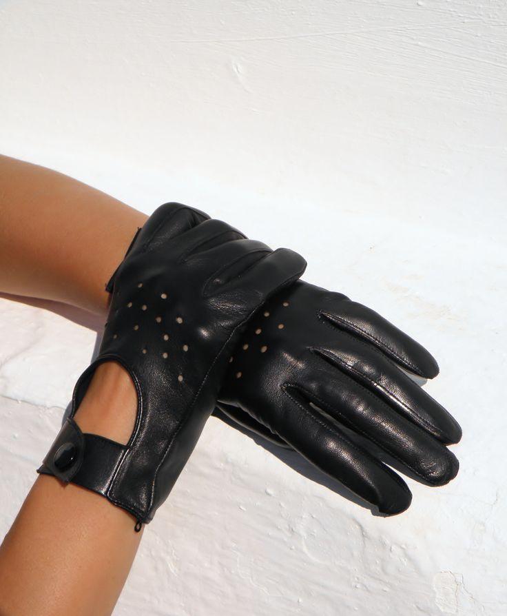 Dámské celoroční rukavice Dámské bezpodšívkové rukavice - použití nejen do auta, ale i jako luxusní módní doplněk. Zvolte správně velikost rukavic - viz. obrázek! Máme jen vel 6, 6,5 a 7 Na ostatní se optejte.