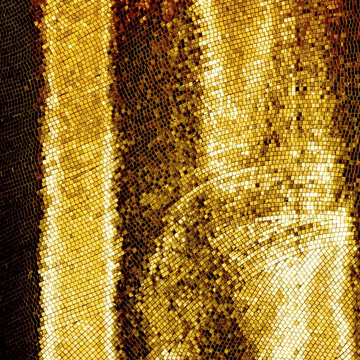 Gold is opulent, eternal and just what we want to get inspired by today. Zoom in to be dazzled! #sicis #gold #interiordesign #homedecor #luxury