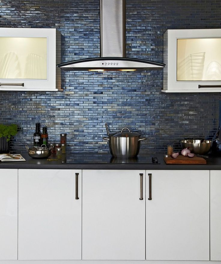 picture of modern grey kitchen wall tiles design ideas - Ubahnaufkantung Grau