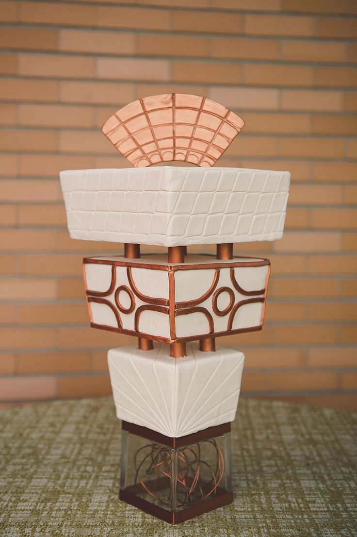 architecture-inspired wedding cake // photo by Bit of Ivory Photography // cake by Patti Cakes // view more: http://ruffledblog.com/frank-lloyd-wright-wedding-inspiration/